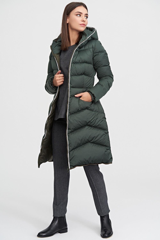 0ef43c4774a Пальто-пуховик с капюшоном темно-зеленого цвета купить в интернет ...