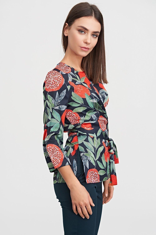 4082d927ee53 ... Блуза с запахом в принте станет нарядным дополнением твоего осеннего  гардероба. Благодаря яркому принту блуза выглядит празднично и с легкость  послужит ...